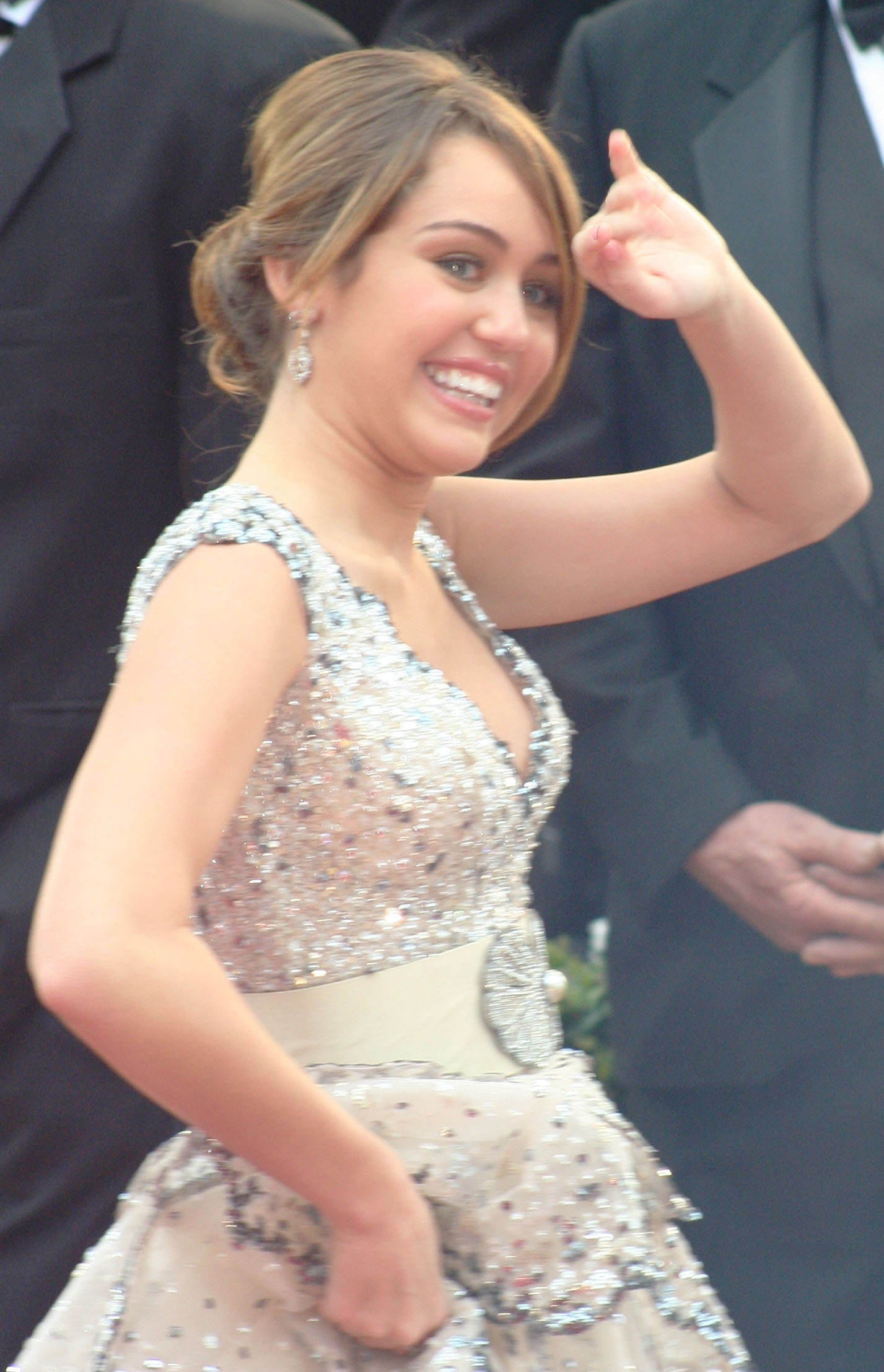 Miley_Cyrus_at_the_2009_Academy_Awards_04.jpg