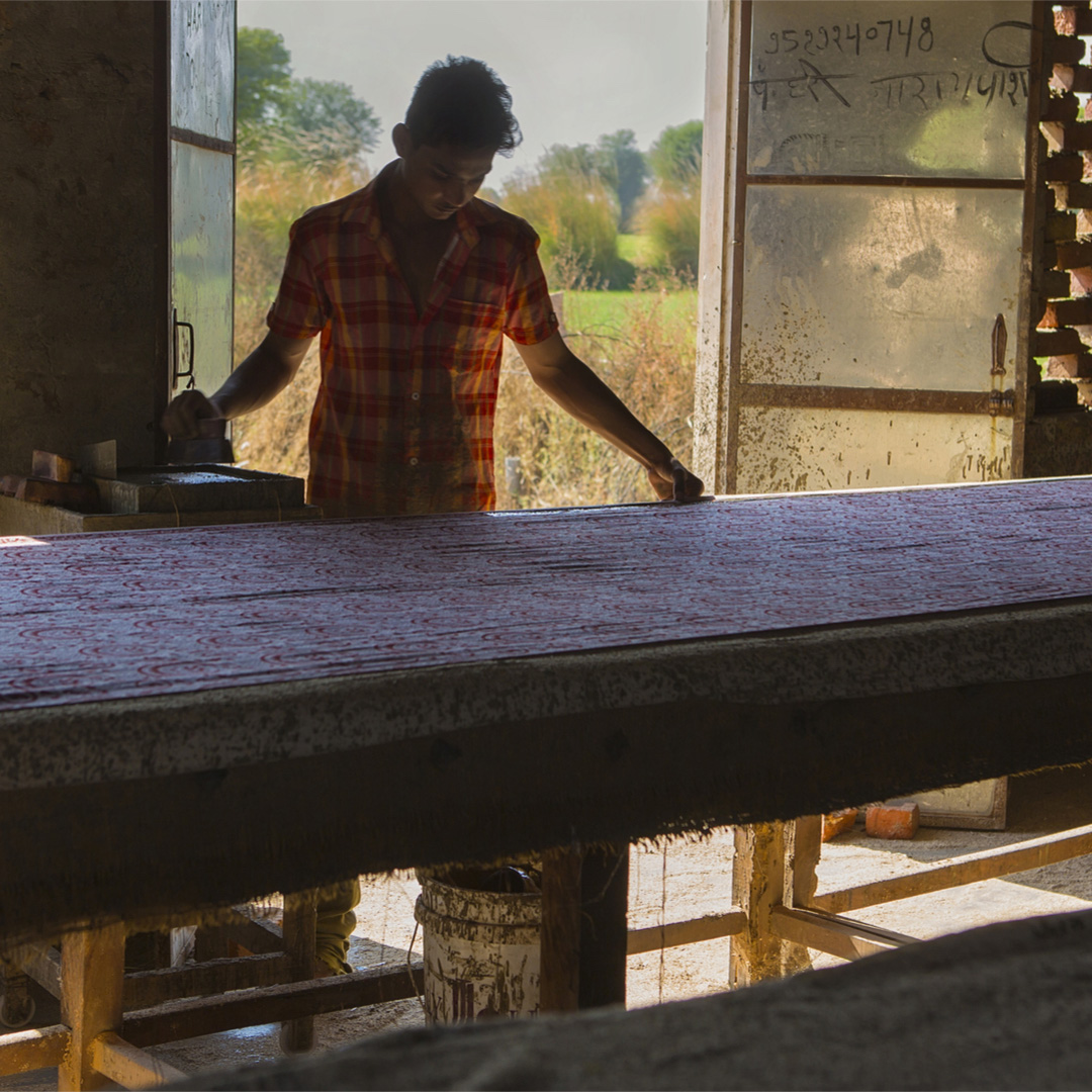 The Block printing community of Rajasthan possess unparalleled expertise, seen here a true artisan at work! Just mesmerising watching this art in action.