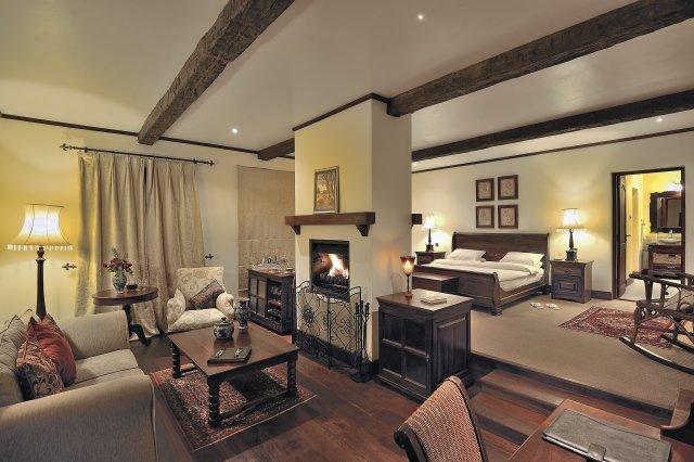 manor bedroom.jpg