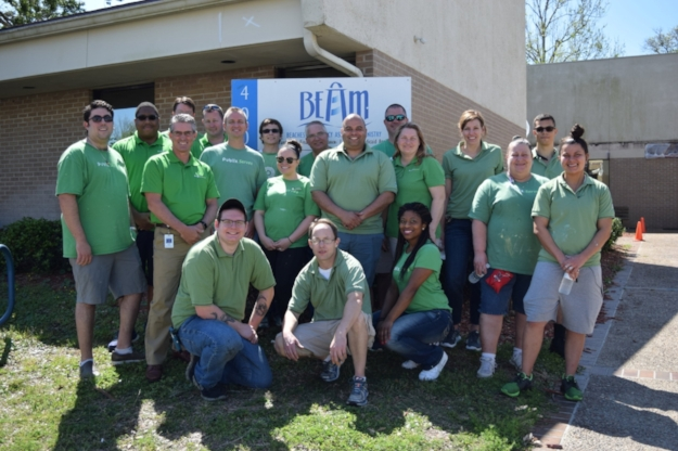 Publix Serves Day volunteers who built two new boxes in the Grace Garden, painted the Jax Beach food pantry and sorted food at our Beaches Community Food Bank.