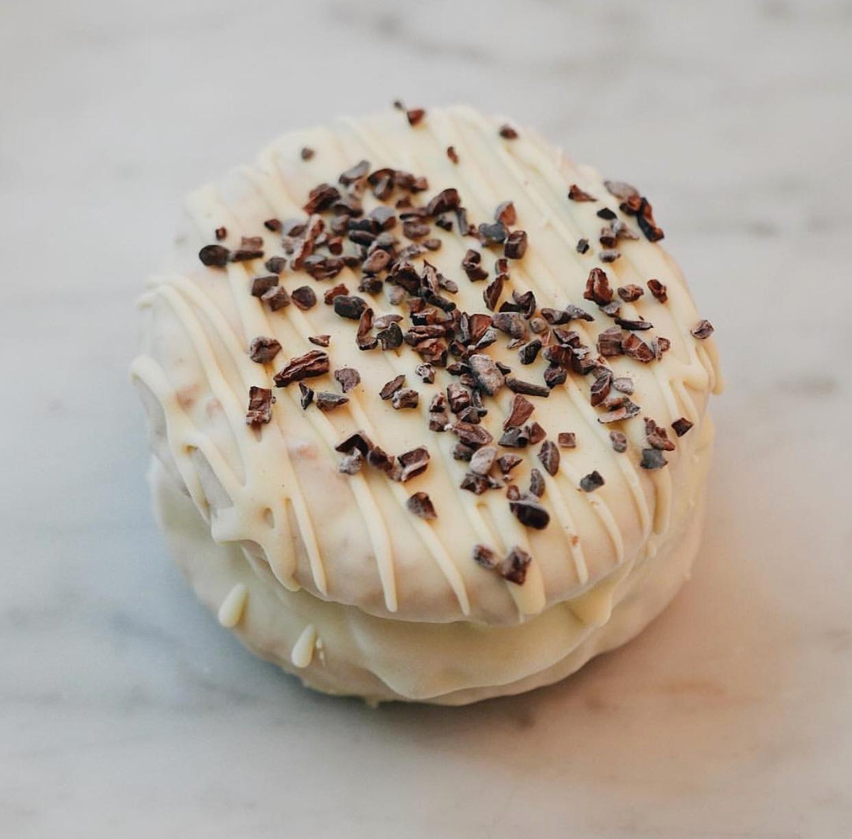 COFFEE - COFFEE COCOA NIB WHITE CHOCOLATE ICE CREAMDOUBLE CHOCOLATE CHIP COOKIESDIPPED IN WHITE CHOCOLATECOCOA NIB TOPPING