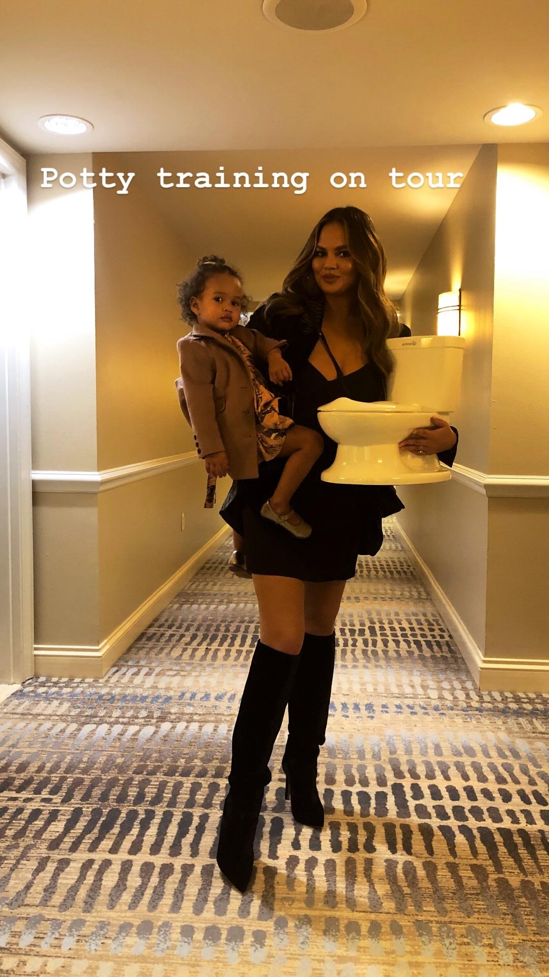 2018.11.16_Celebrity Chrissy Teigen, Instagram Stories_Summer Infant My Size Potty01.jpg