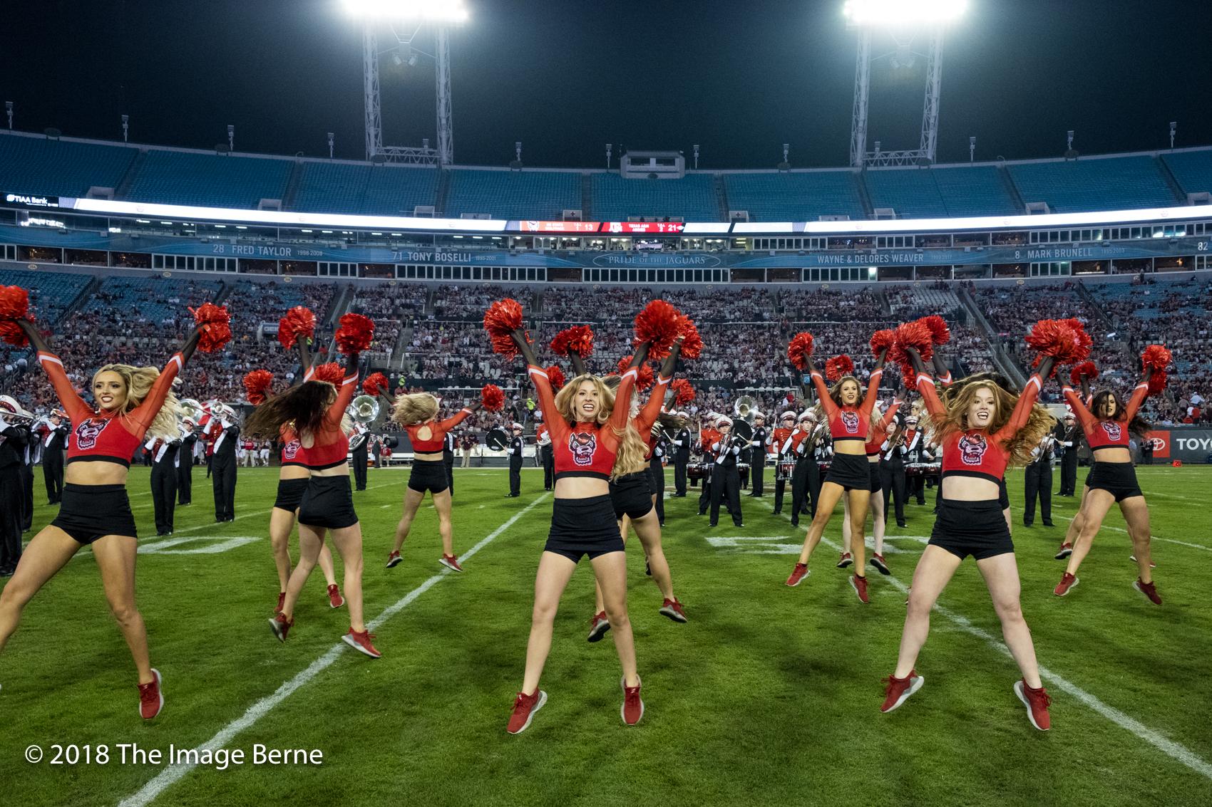 Cheerleaders-100.jpg