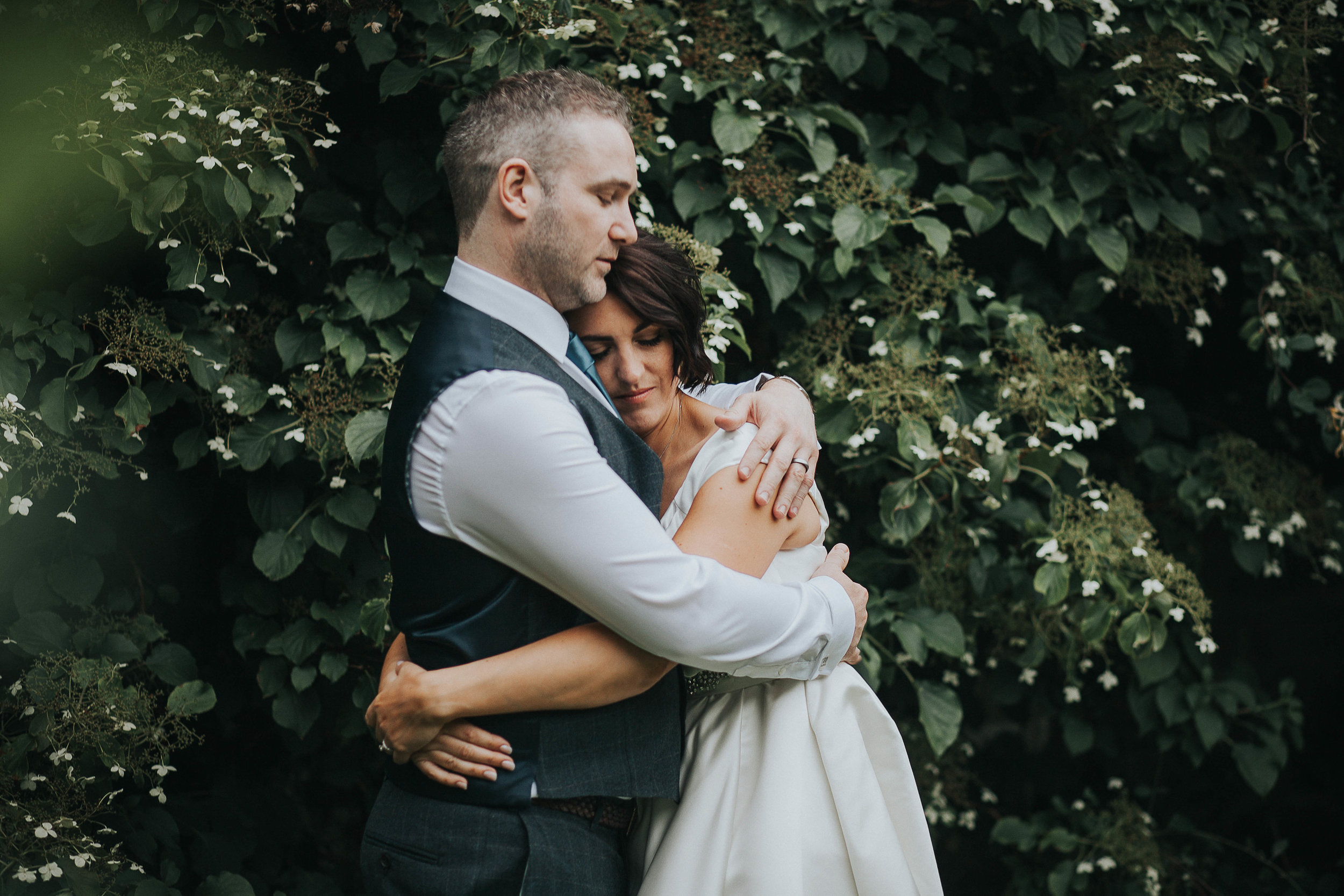 East Riddlesden Hall Wedding Photography (58).jpg