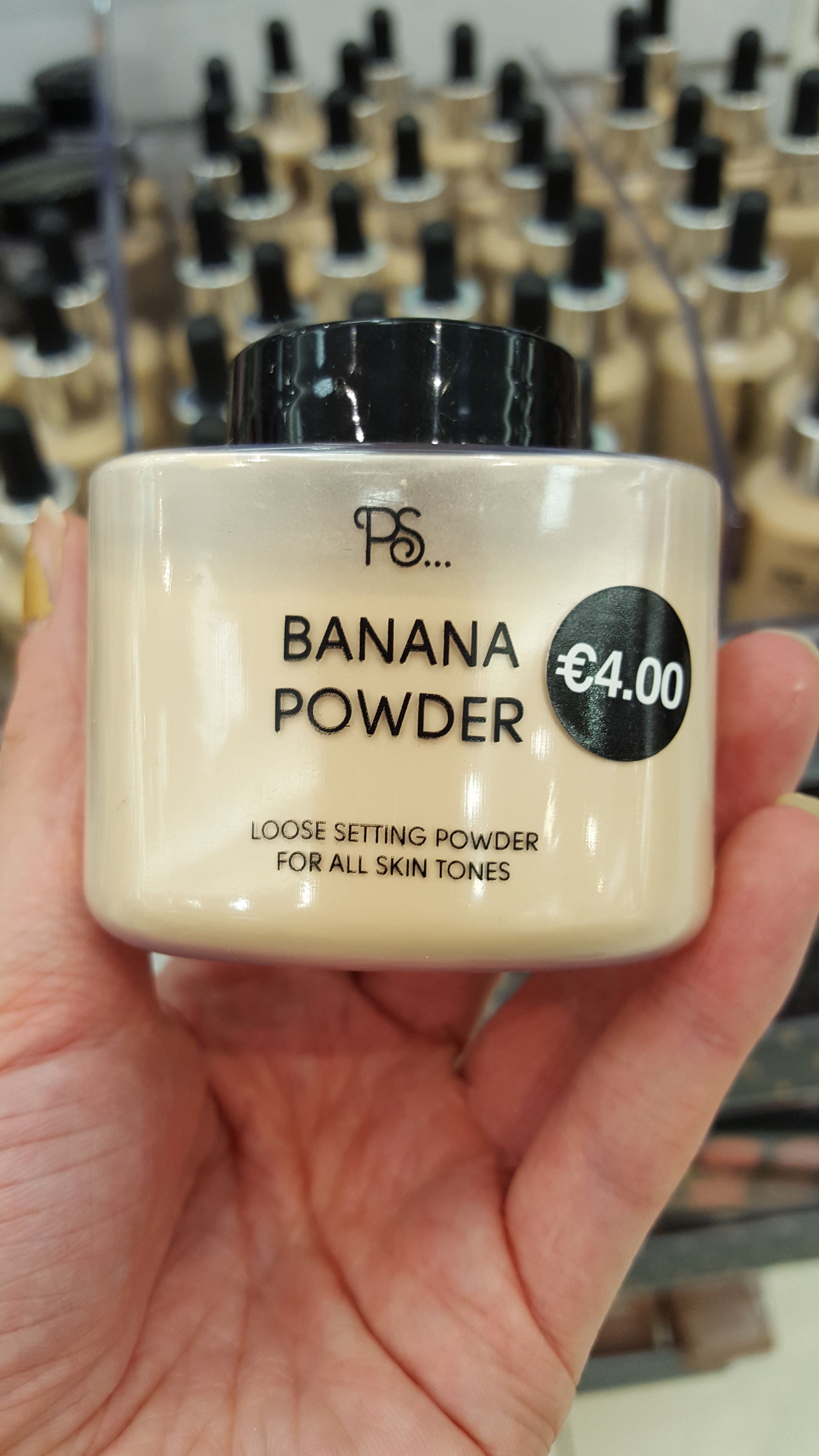 This winning dupe for Ben Nye's luxury banana powder.A favourite with celebrity makeup artists, one of which is Mario Dedivanovic or @makeupbymario.
