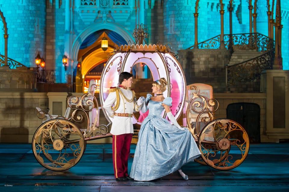 prince charming & cinderella | © Disney