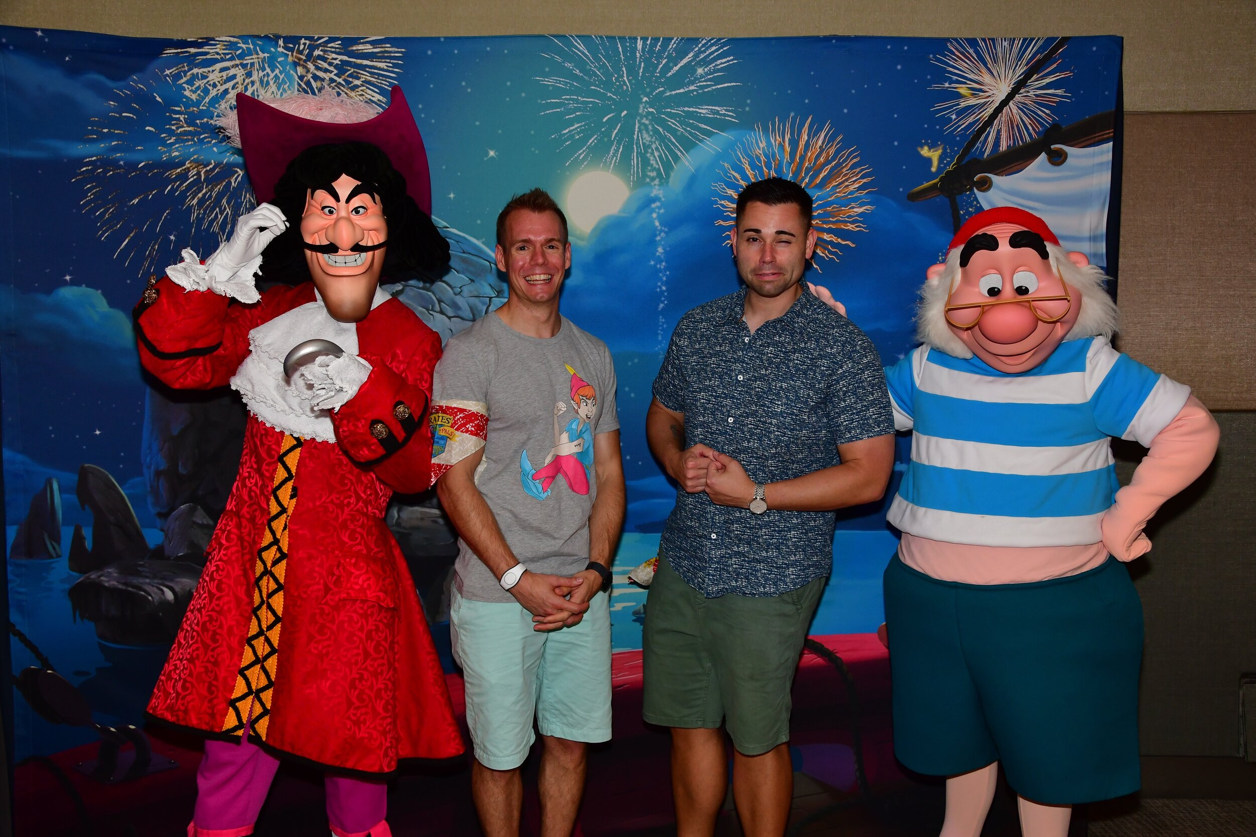 Meeting captain hook and smee | pirates & pals fireworks voyage