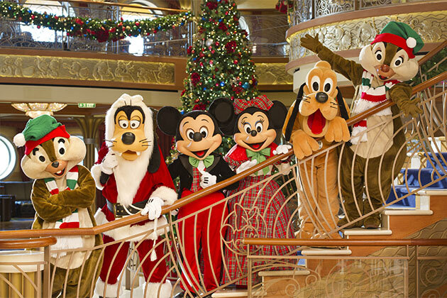 Mickey & Pals in Holiday Attire | VERY MERRY CRUISE | © dISNEY