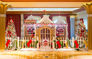 Life-Size Gingerbread display | © disney