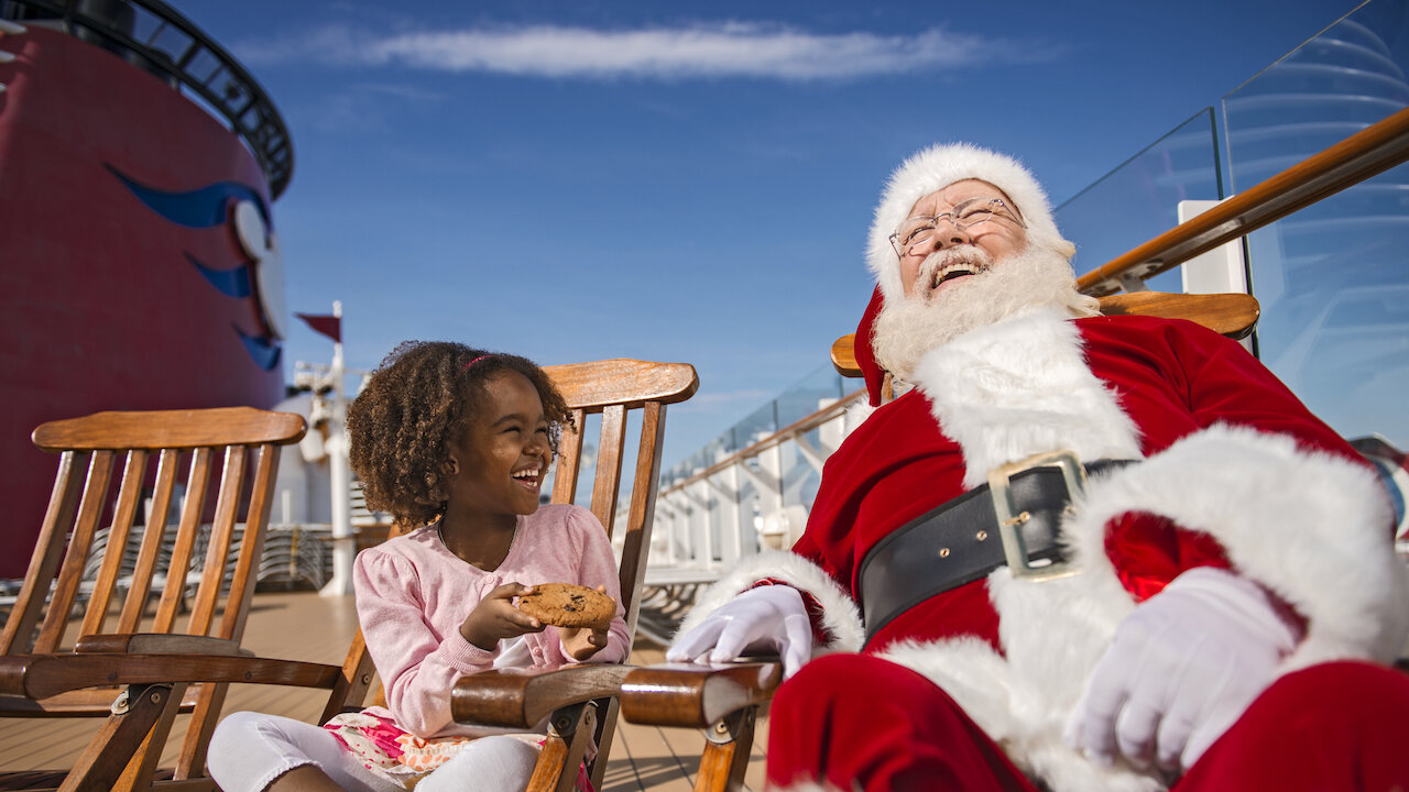 MEET SANTA | VERY MERRY DISNEY CRUISE | © DISNEY