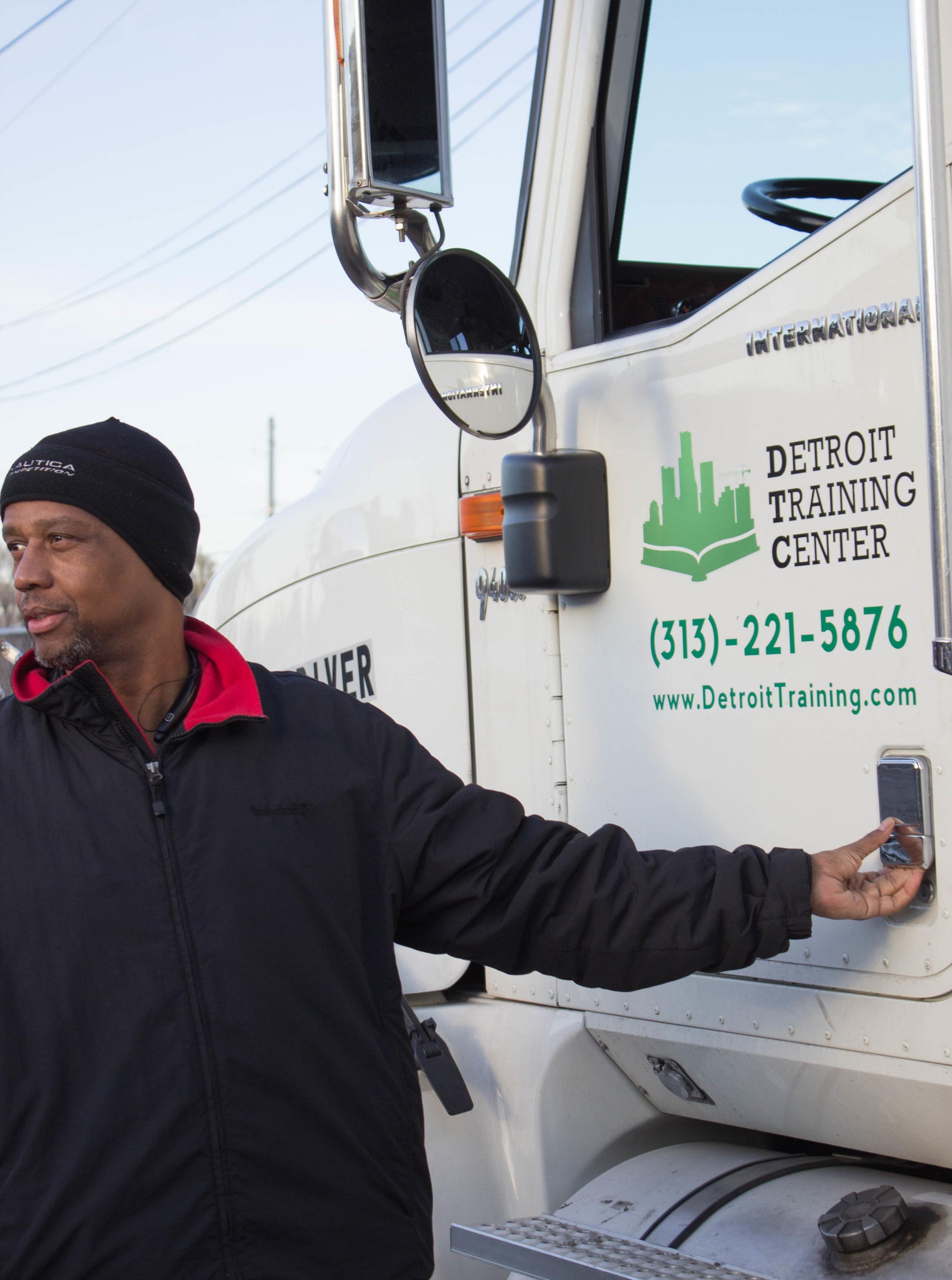 cdl-truck-driver-training-job-detroit-construction-license