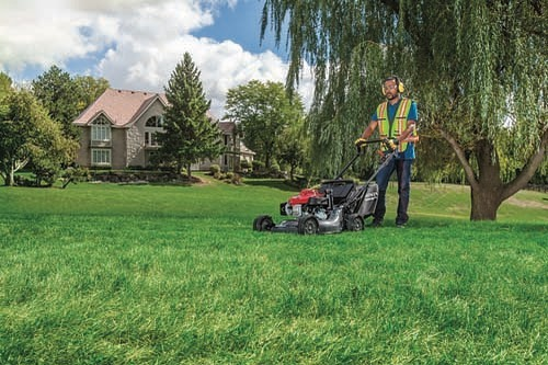 HRC2163HXC provides refined cutting and mulching features for optimal performance in a variety of landscape environments! This lawnmower comes with a heavy duty steel deck for commercial jobs! ⠀ ⠀ #EstevanSK #ThunderCityEstevan #EstevanSask #EstevanSaskatchewan #Saskatchewan #SEsaskatchewan ⠀ #Honda #HondaCanada #HondaPowerEquipment ⠀ #FXR #PartsCanada #Kimpex #Amsoil #aspenfuel