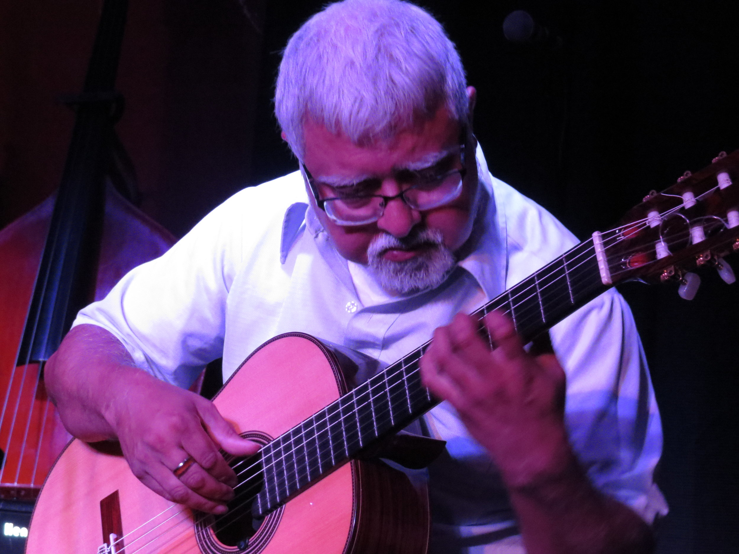 Fareed Haque showed why he's considered one of the finest guitar player in the world with his own set and some collaborations with the Prowlers. Bluegrass AND Jazz!