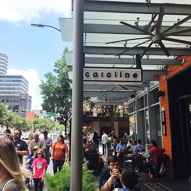 Sunshine + lunch on the patio = the perfect start to the weekend ☀️ Happy Friday, Austin! #meetmeatcaroline    📸: @dotmeg