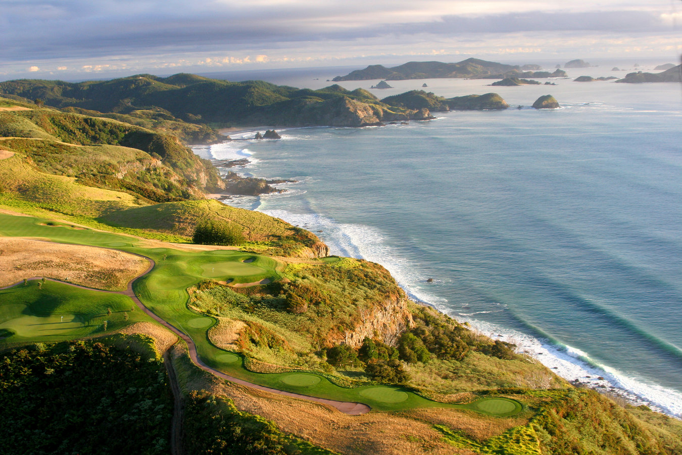 Kauri Cliffs Golf Course - 18 Hole Par 72 Championship Course - Foto by The A Position   James McAfee