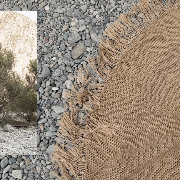 Custom made rugs #ByMura 👉Tapete redondo crochet artesanal, tejido a mano con remate con flecos de 12cm. Diámetro 168cm.  DM / info@bymura.com para detalles. MODELO EN EXISTENCIA.  #custommade