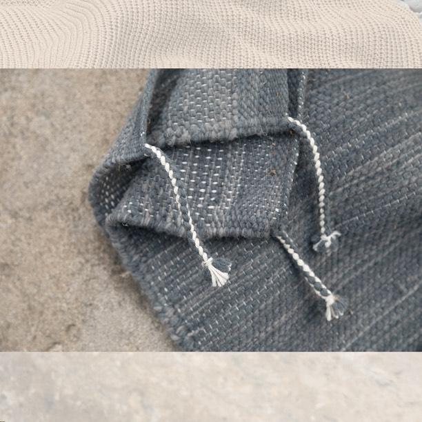The beauty is in the details ✨👉 Tapete rectangular de lana artesanal, tejido a mano con trama cerrada.  W300cm x L400cm  DM / info@bymura.com para detalles. MODELO EN EXISTENCIA.  #ByMura #custommade