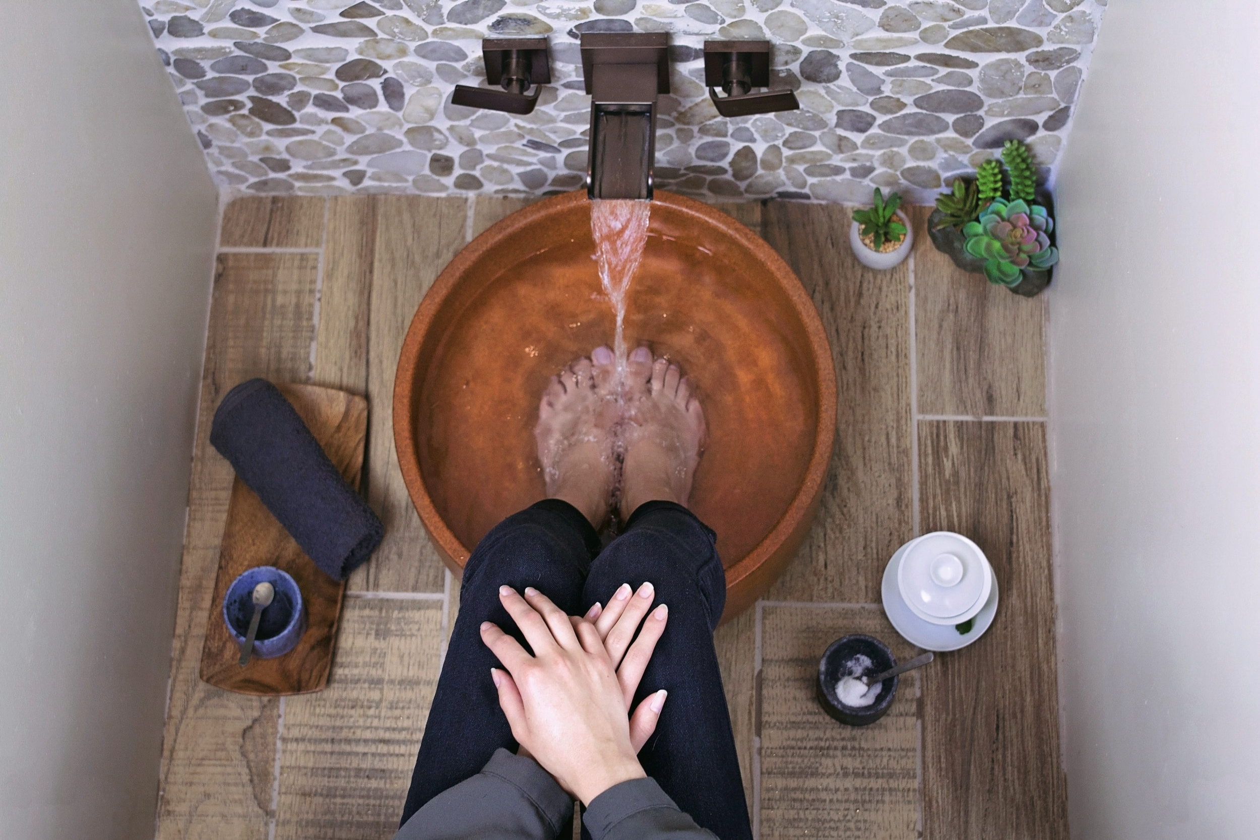 Foot Soak - A time-honored Asian tradition to start the relaxation process with an effervescent footbath to soothe your feet.After your tea, we'll invite you to enjoy a 3-7 minute soak.