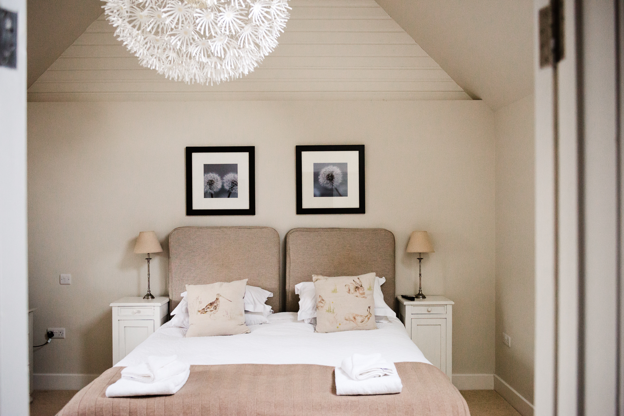 Room 4 - Room 4 can be booked as a twin or a double room. It has it's own private bathroom with a bath, direct views into our beautiful garden,and it has its own private entrance.