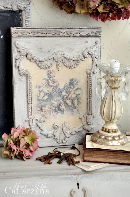 Here is a perfect example of how you can mix and match the variety of castings together for one cohesive look. Cat was able to match this piece to her furniture to carry the elegant style throughout the room