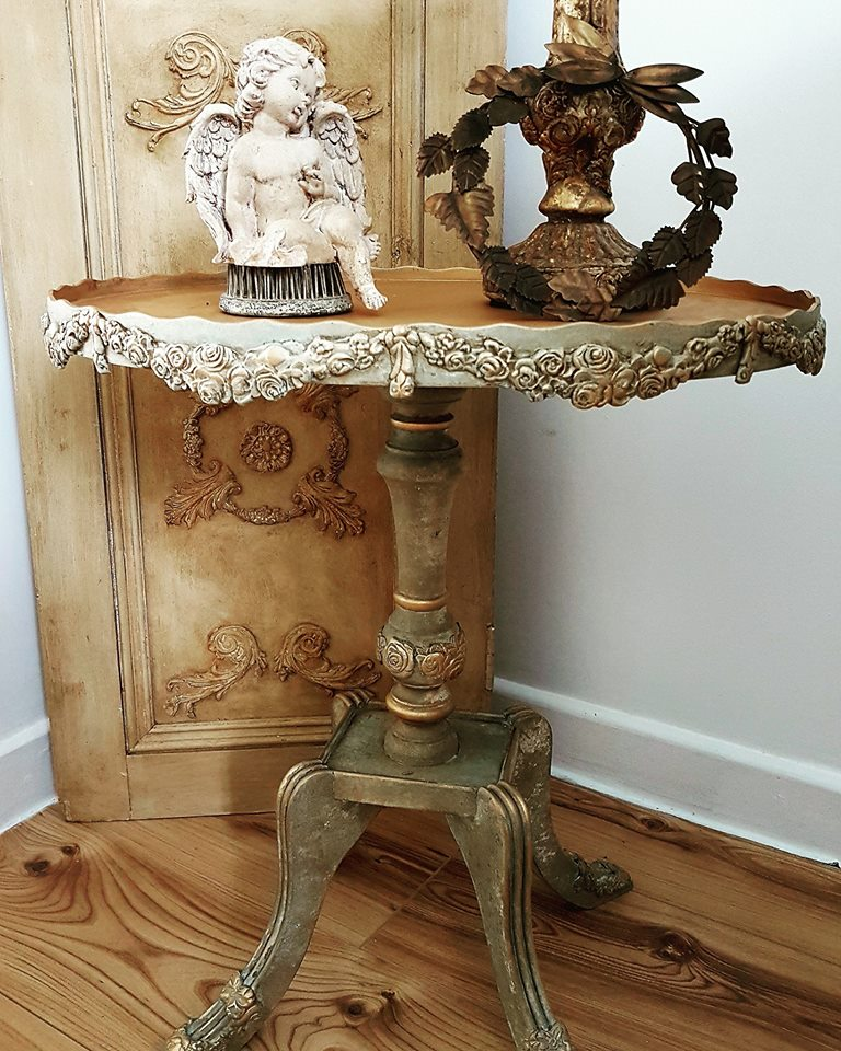 Today, we are showcasing a gorgeous table transformation by Magdalena Salacinska (secretgardenchic). She altered this beauty using the IOD moulds, clay and some paint layers to make this table into a unique piece for her home.
