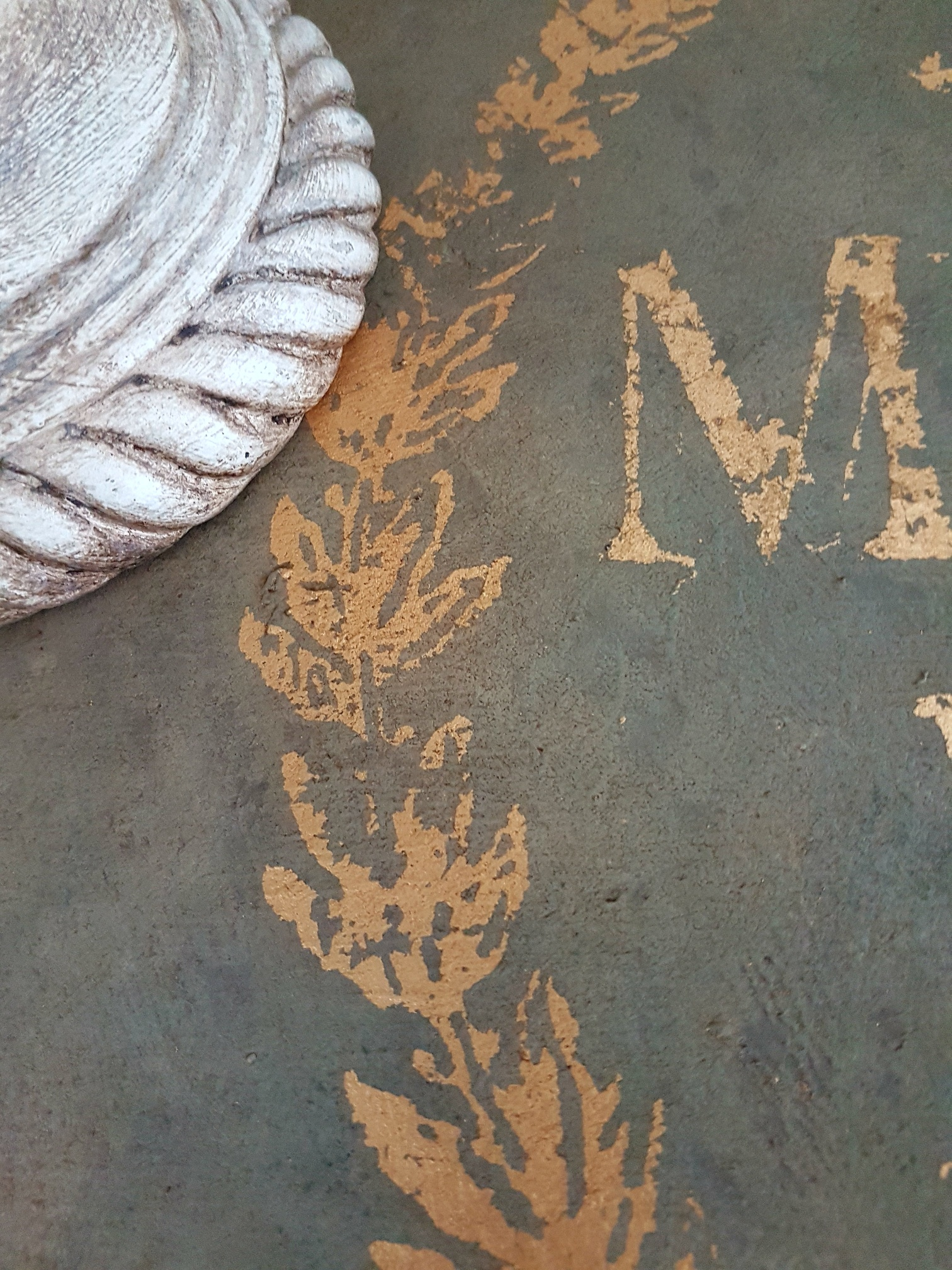 The powder not only added a vintage aged look but added another layer of interesting color too. Magdalena applied a clear and dark wax to seal the piece and the wax brought out more of the brown tones from the powder. How cool is that?