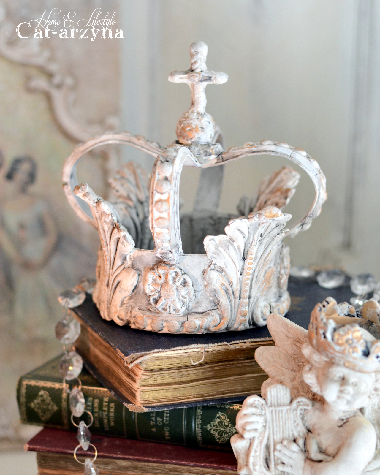We hoped you enjoyed today's crown tutorial by Cat! She always has charming ideas and gorgeous projects to share. See more of her work on Instagram right here: https://www.instagram.com/catarzynahomelifestyle/   Be on the lookout for even more inspiring ideas for [re]designing your home...