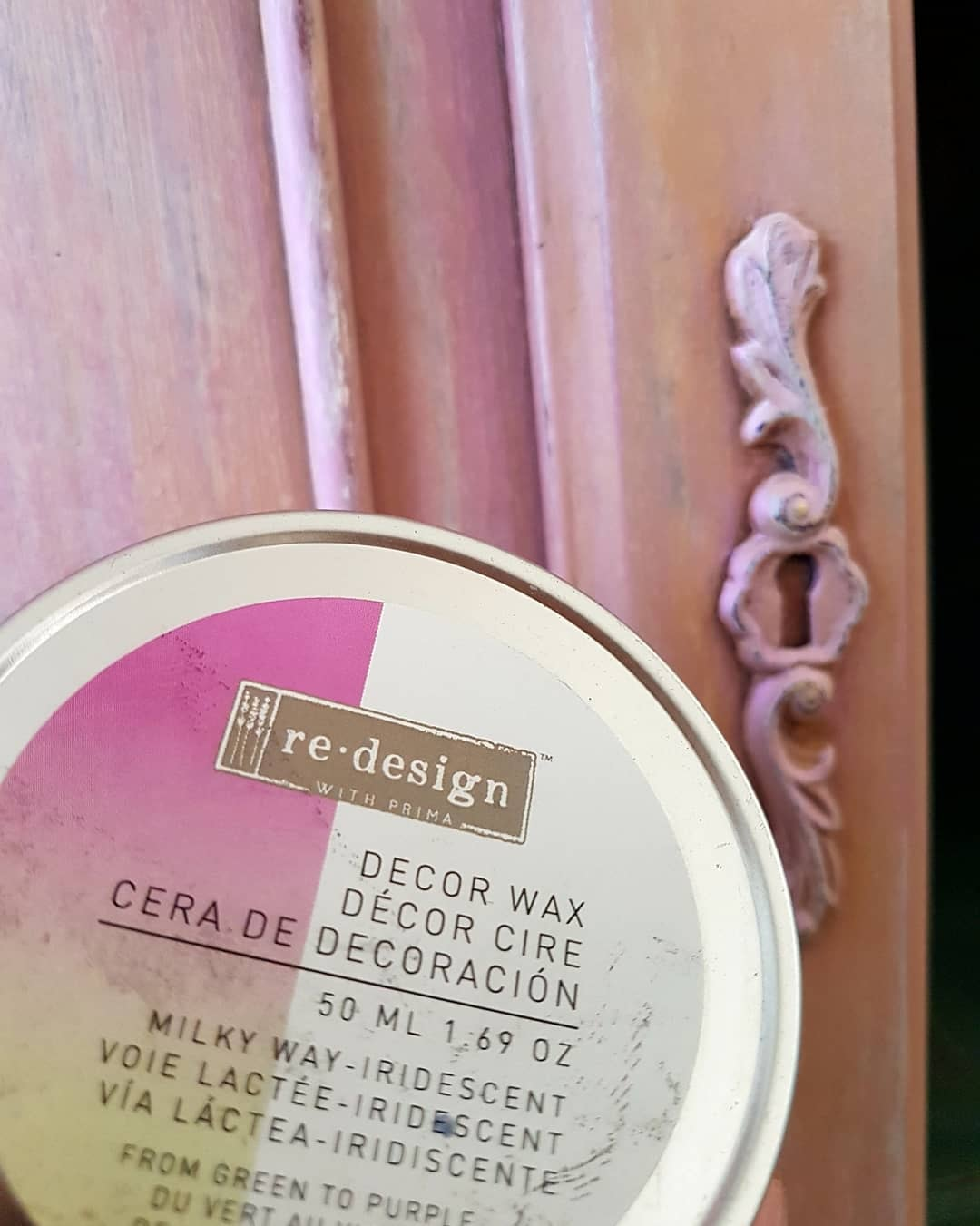Magdalena took it up a notch by adding our new soon-to-be-released decor wax. This wax has an iridescent quality to it, allowing you to add over other colors without overpowering them,yet giving it an pretty pearl like finish.