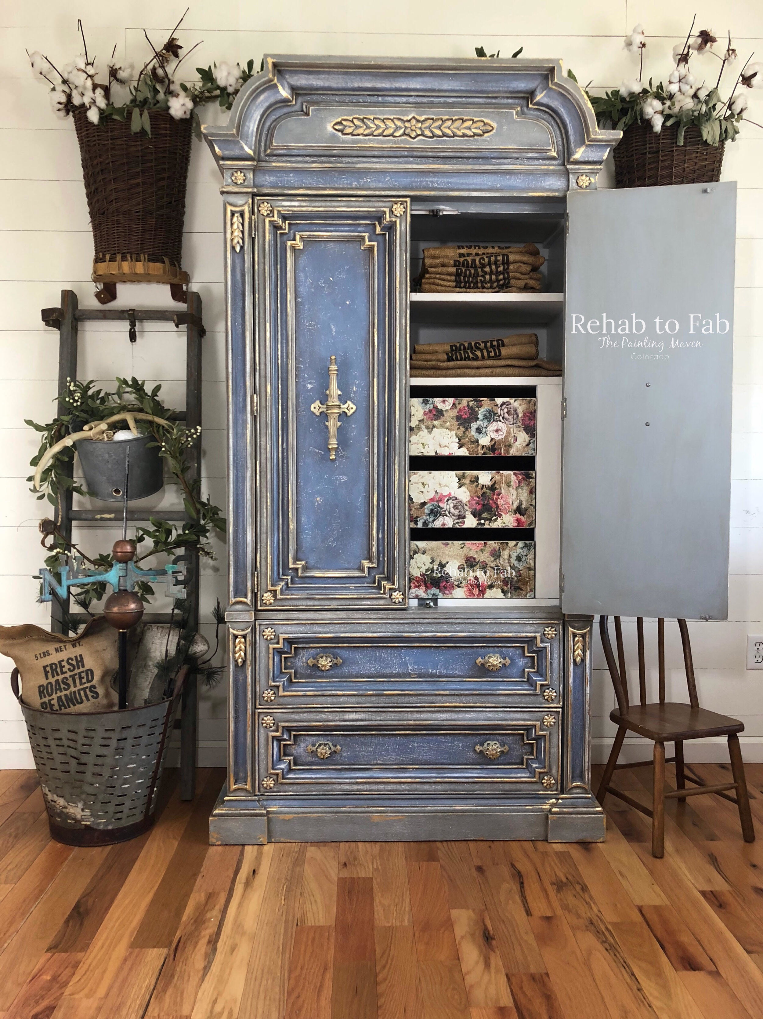 Isn't this a beauty? Stephanie of Rehab to Fab put hours of work into rehabbing this vintage wardrobe and it shows! We just released a collection of new [re]design transfers and Stephanie added one to this gorgeous piece....