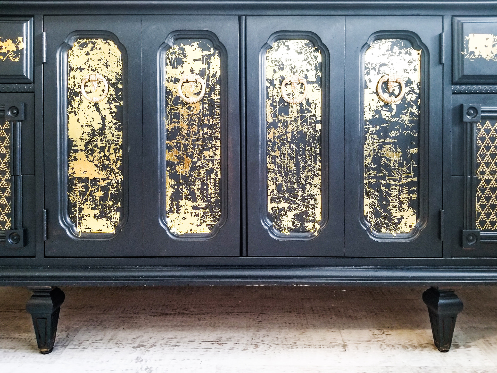 This is a wonderful close up of the finish and how it pops off the black painted surface…