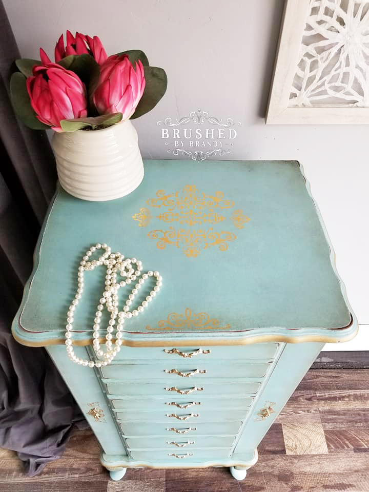 The gold pops with this beautiful teal finish. Who wouldn't want this teal beauty in their room to hold their bling? The added details are perfection…