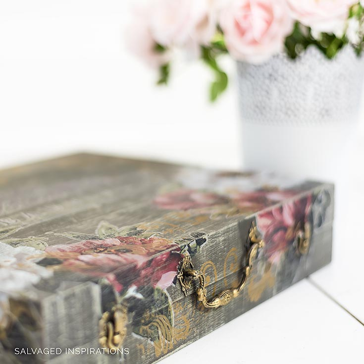 DeniseZdziennicki: In this workshop, you will create a beautiful and timeless luggage piece that you will be proud to display in your home! And the techniques applied will have you creating even more amazing projects. You will learn how to create a textured dry brush technique, silk screen stenciling and unique medium applications for your surfaces too.