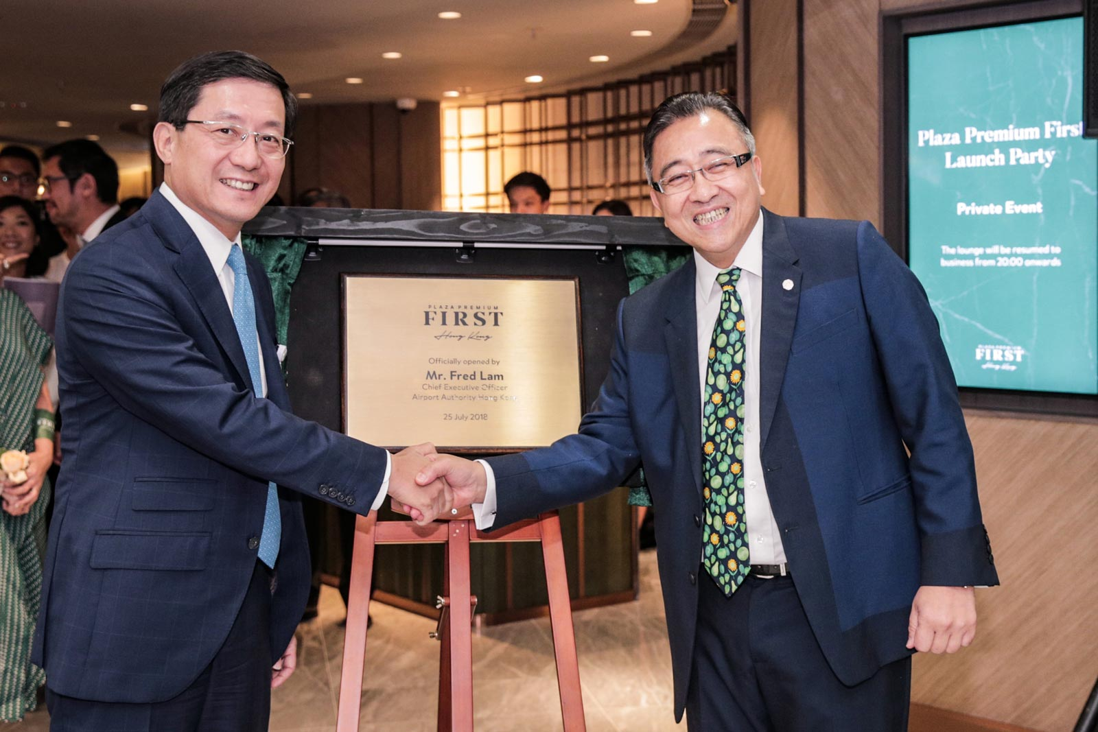 Plaque Reveal Ceremony conducted by Mr. Fred Lam, CEO of Hong Kong Airport Authority (L) and Mr. Song Hoi-see (R), Founder and CEO of Plaza Premium Group