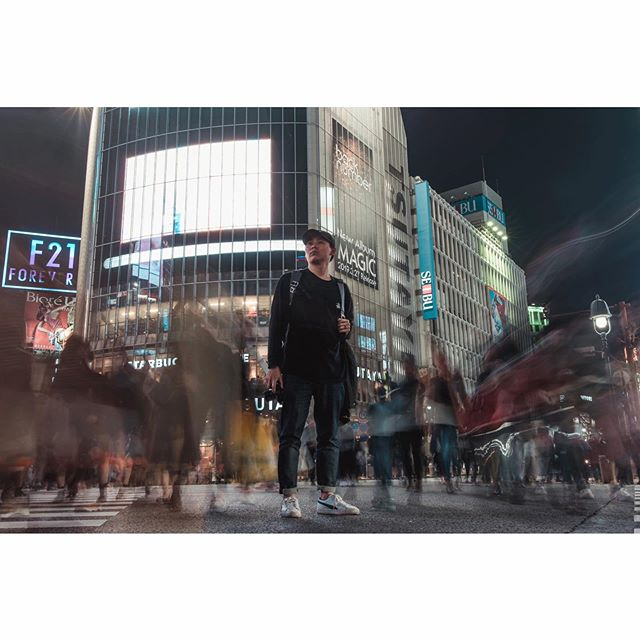 FREEZE | Standing on an iconic intersection, the Shibuya Crossing. . . Photo inspired by @thegreylayers . . . . . #knshoneymoon #shibuyacrossing #shibuya #tokyo #japan #explorejapan #portrait #fujifilm #xt1 #fujiframez #pursuitofportraits #gorillapod
