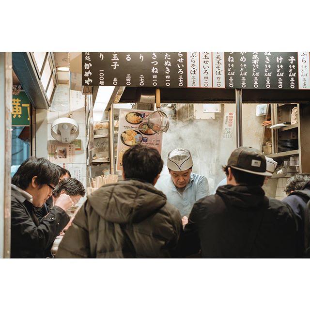 SOBA | A chef is engulfed in smoke as he prepares the soba for the people in front of him. The soba shop, Kameya, is said to be known as the birthplace of tentama soba. . . . . . #knshoneymoon #soba #sobashop #kameya #tentamasoba #izakaya #omoideyokocho #shinjuku #tokyo #japan #explorejapan #streetphotography #streetclassics #fujifilm_global #fujifilm #xt1 #fujiframez