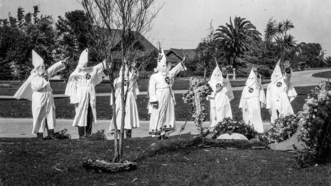 Members of the kkk at Inglewood Cemetery for the funeral of the Med B. Mosher.