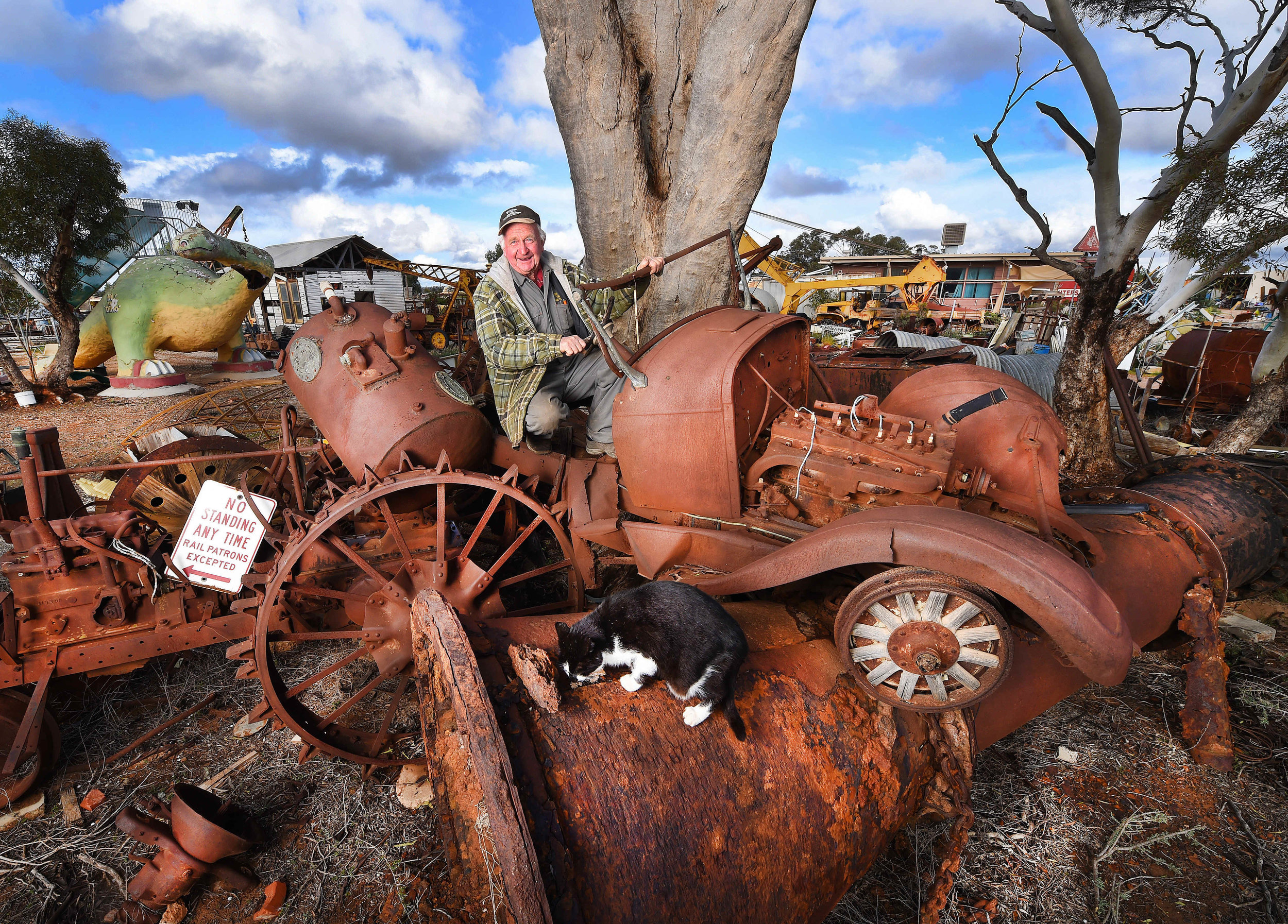 CHP_Export_124500123_HS25 Don Wilson at his Junk yard near Mildura PictureRob Leeson..jpg