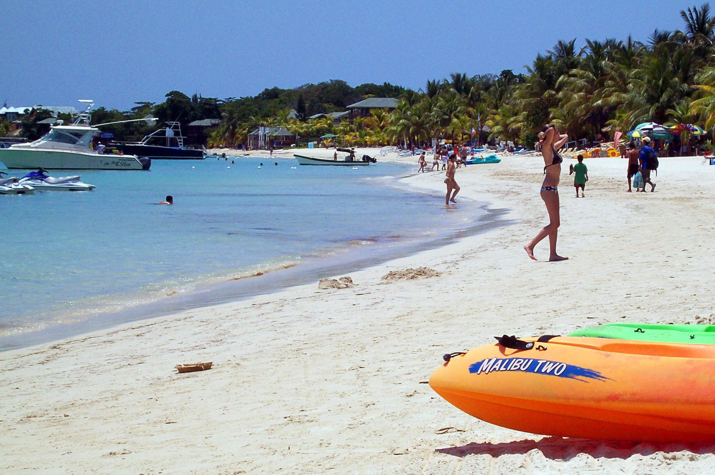 West_Bay_Beach_-Roatan_-Honduras-23May2009.jpg