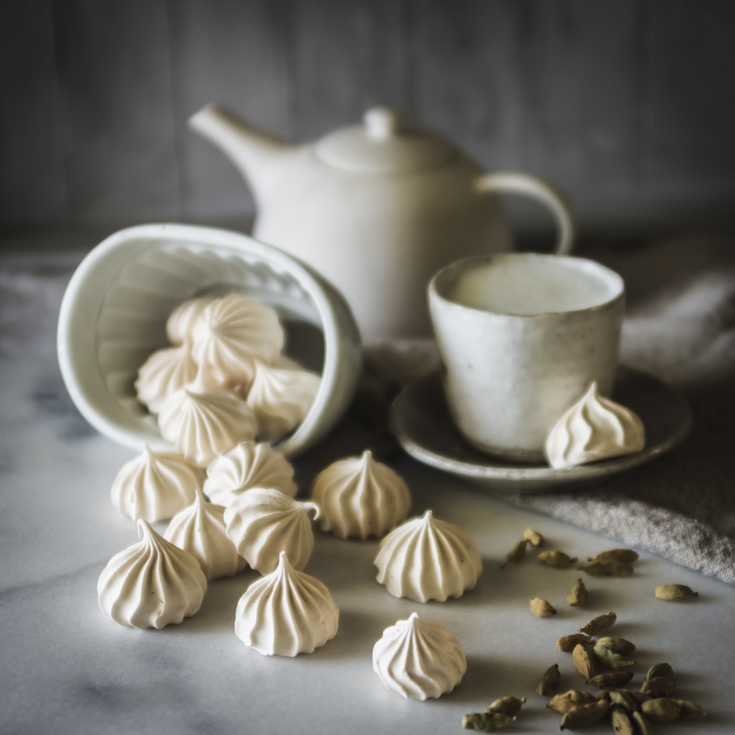 Cardamon, vanilla and muscovado meringue kisses