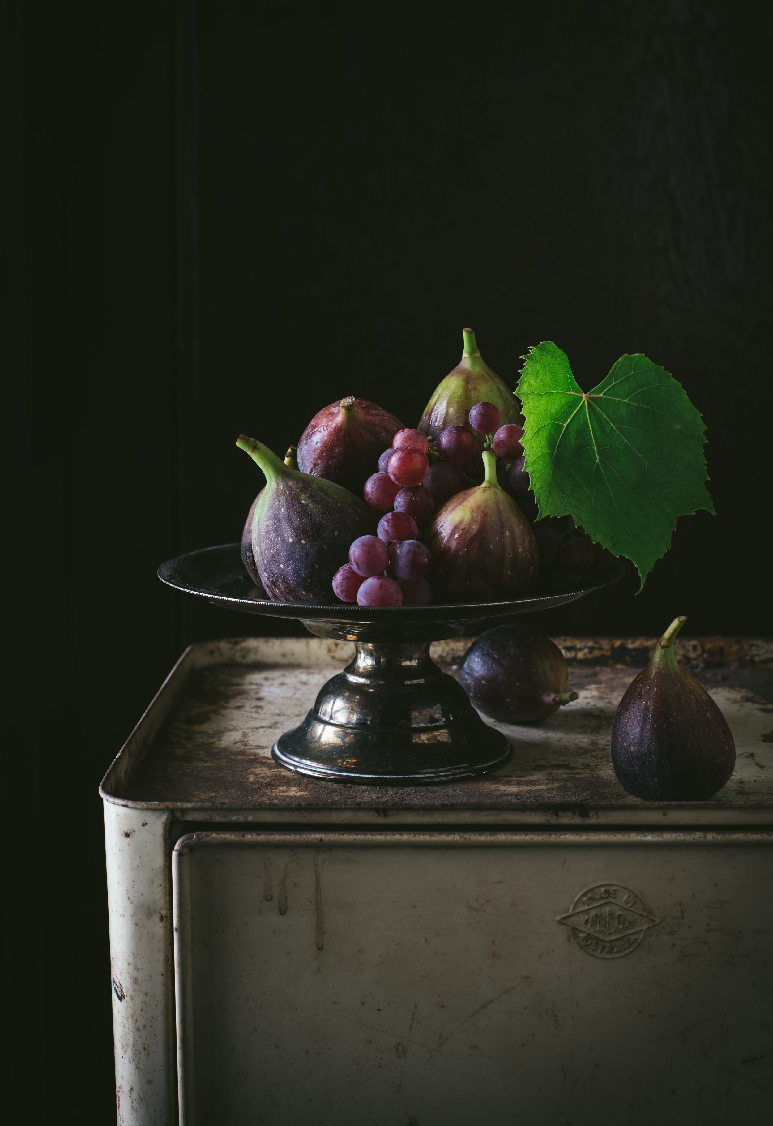 bowl of figs and fregola grapes.jpg