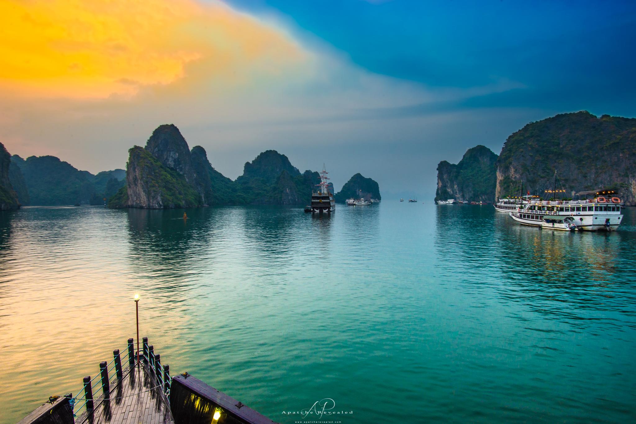 Ha long Bay sunset.jpg