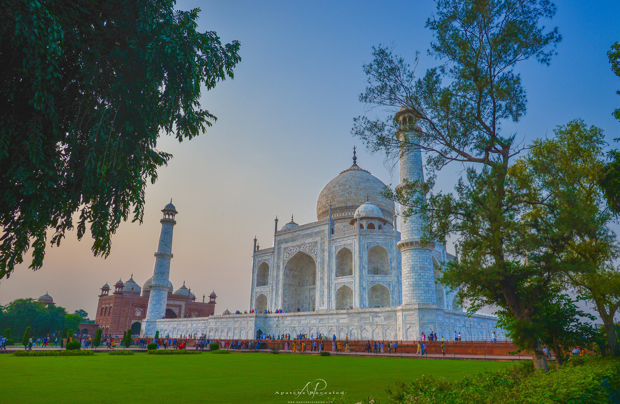 Taj Mahal grounds-2.jpg