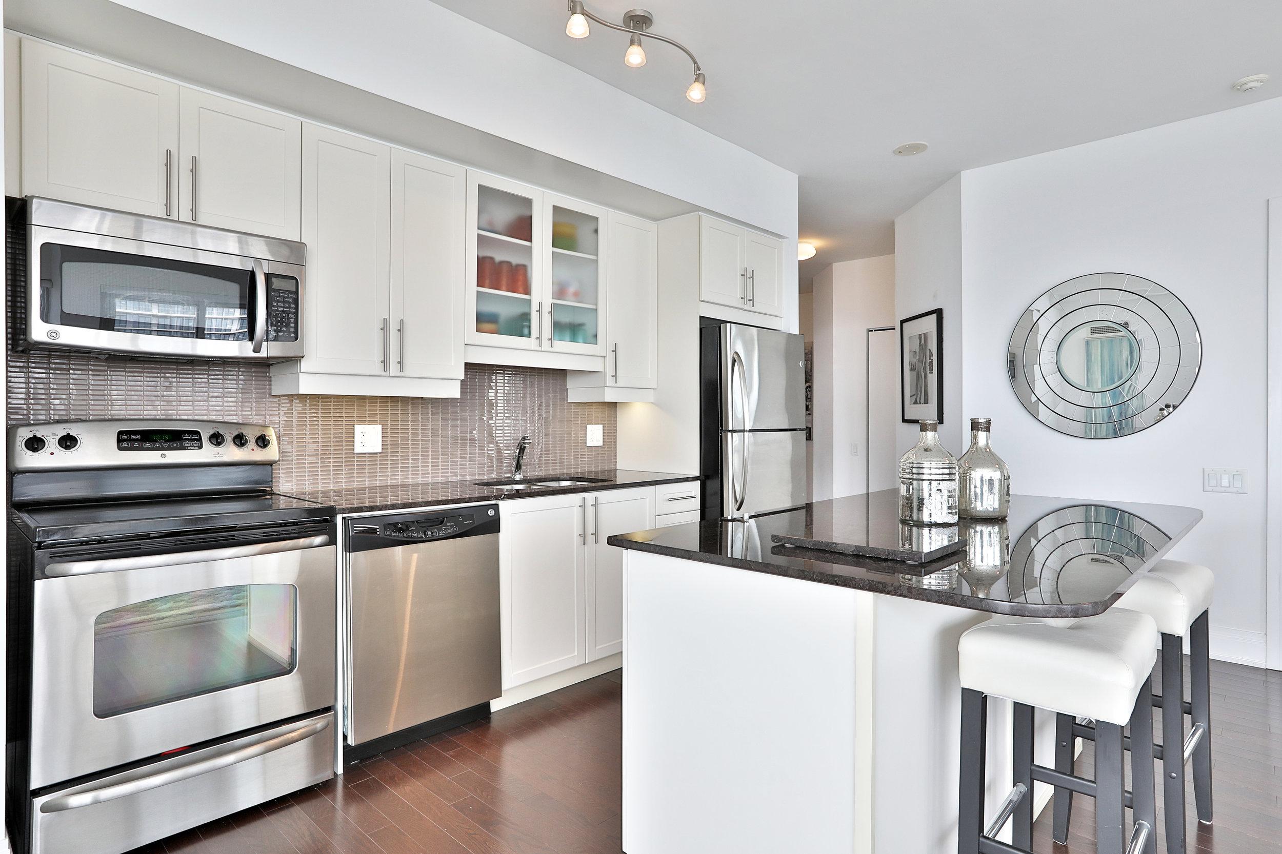 2191 Yonge Street Kitchen Slavens Real Estate Toronto.jpg