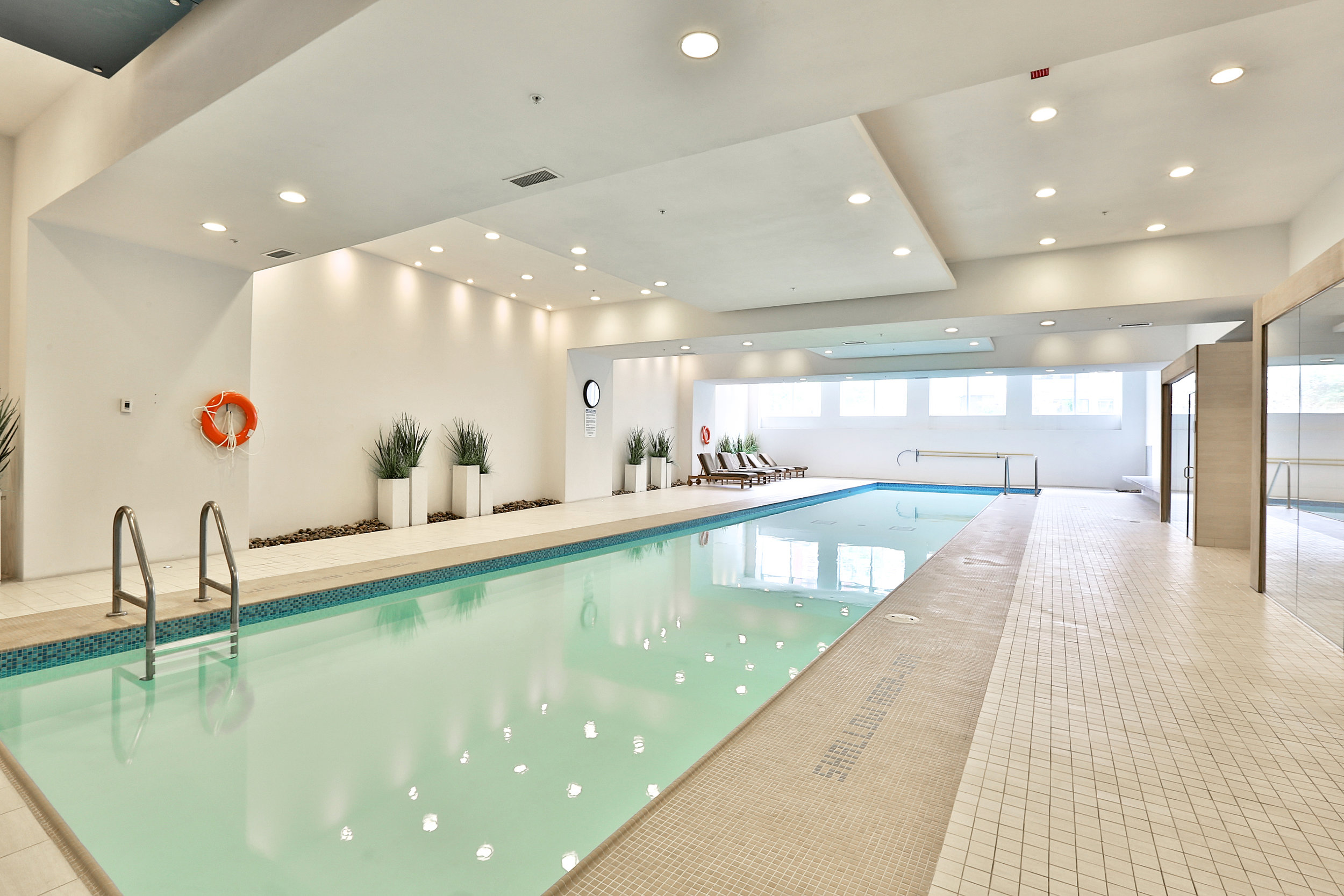 2191 Yonge Street Pool Slavens Real Estate Toronto.jpg