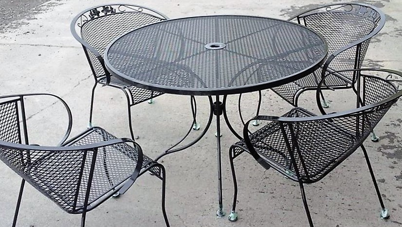 table and chairs (2).jpg