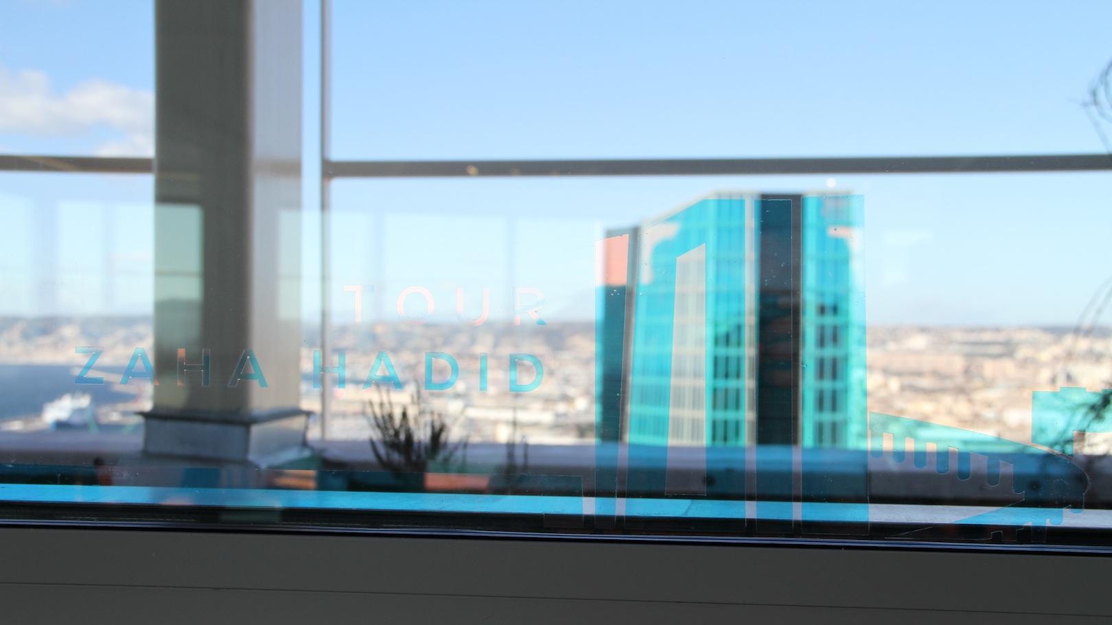 Superposition du sticker par rapport au bâtiment en fonction de l'angle de vue