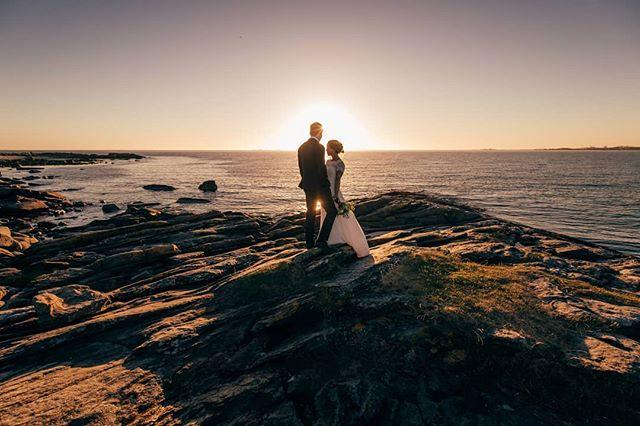 Sunset magic with Ola and Tone Lise. . . . #solnedgangen #jæren #solastrand #bryllup2020 #bryllupsfotograf #stavangerfotograf #jærenbryllup @blikkfangerne @norwegianweddingblog @nordiskebryllup @solastrandengaard