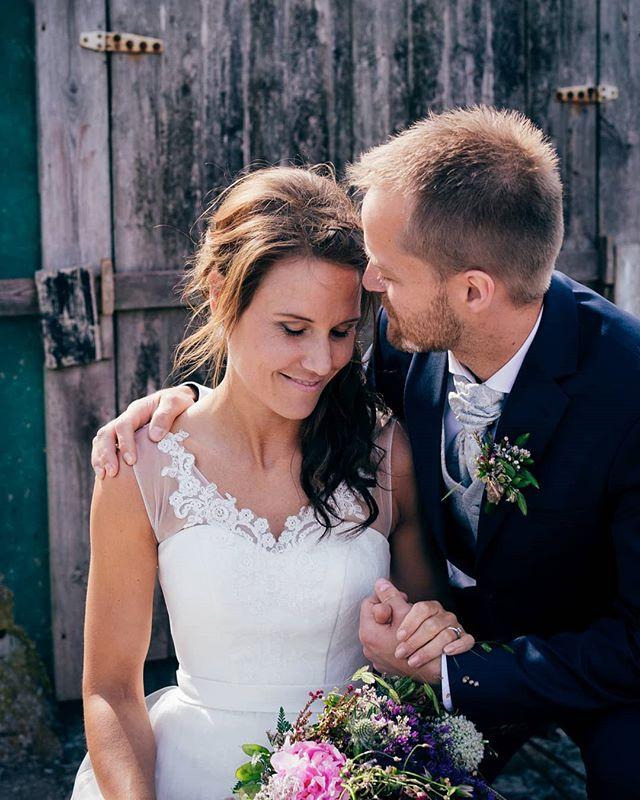 Summer vibes with Elisabeth and Sindre. . . . #stavangerbryllup #jærenbryllup #bryllup2020 #bryllupsfoto #ølberg #bryllupsfotograf #nordicweddings #sommer #arnesonfoto