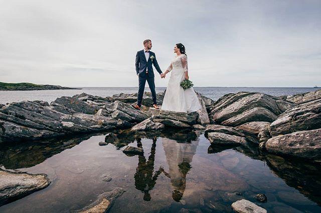 Happy 1st anniversary last week to @cathhove and @johnkristiansele! And congratulations on the growing family, too. 😊 . . . #bryllup2020 #bryllupstavanger #bryllupsfotograf #brudepar #speil #arnesonfoto #stavangerbryllup #stavangerfotograf #sandnesbryllup #dittbryllup #norwayphotographer #norwegianweddingblog #blikkfangerne