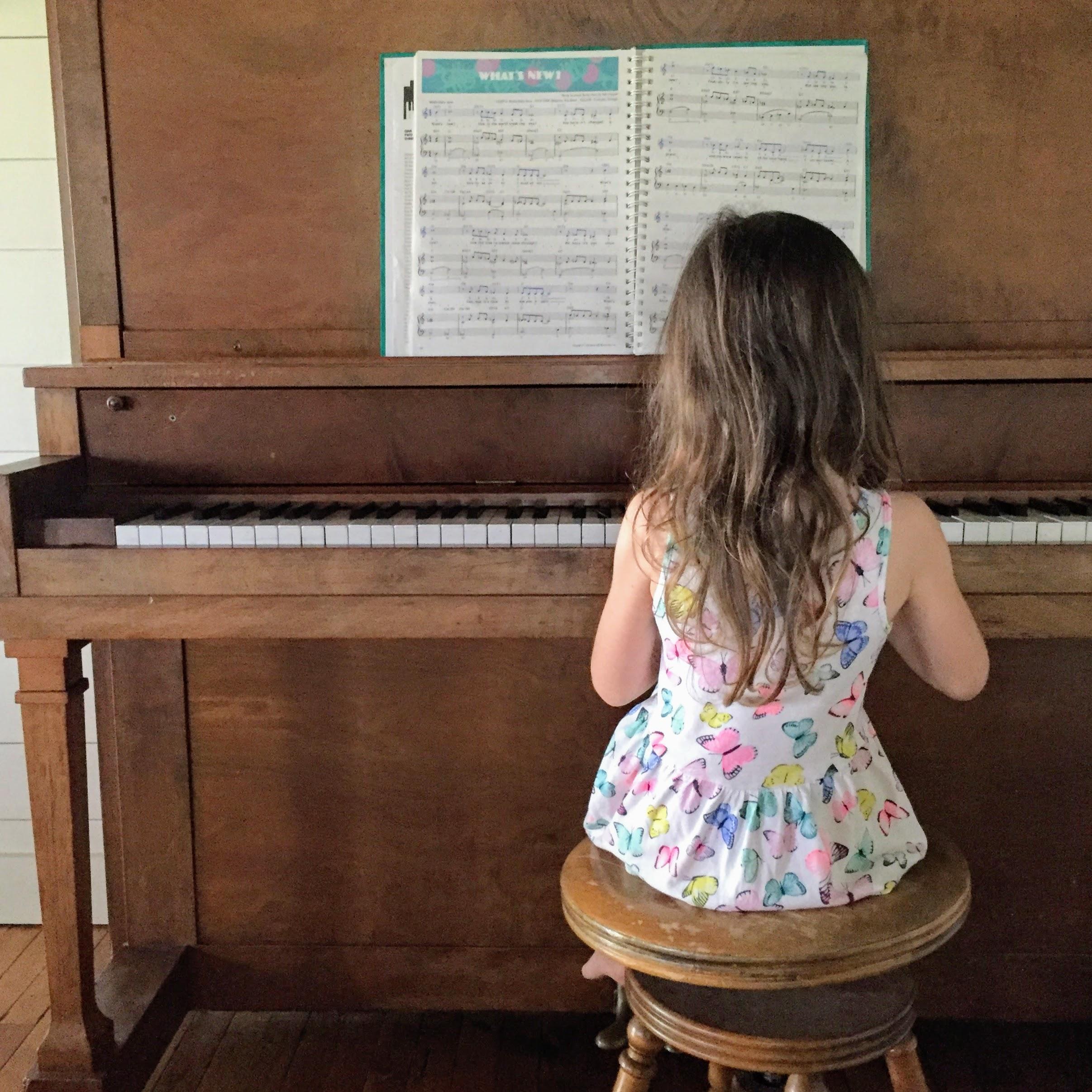A Gentle Charlotte Mason Homeschool Kindergarten Curriculum | on theschoolnest.com